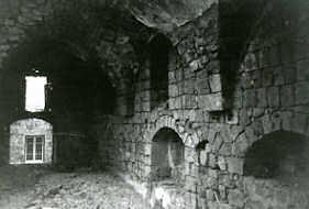 Niches du mur latéral de la grande salle