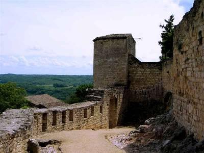 Les remparts de Puycelsi