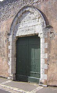 Porte de la prison, ancienne chapelle des Carmélites