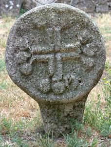 La Couvertoirade Croix discoïdales