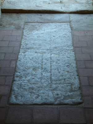 Lempzours pierre tombale