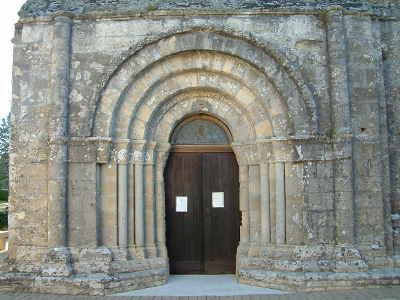 Eglise de Saint-Michel de Montaigne, image Jack Bocar