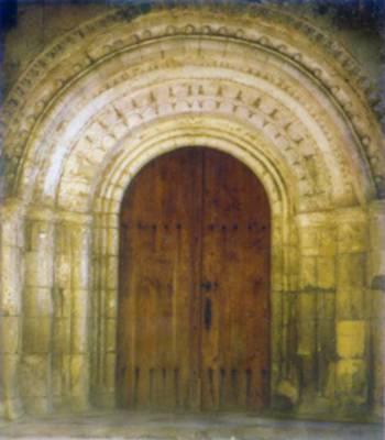 Saint-Genis du Bois, portail roman