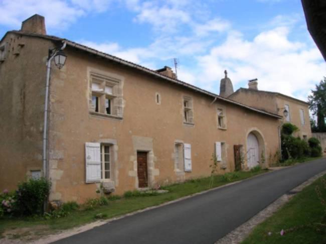 Saint-Genis du Bois, maison conventuelle